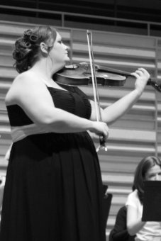 Alicia Loutitt, viola